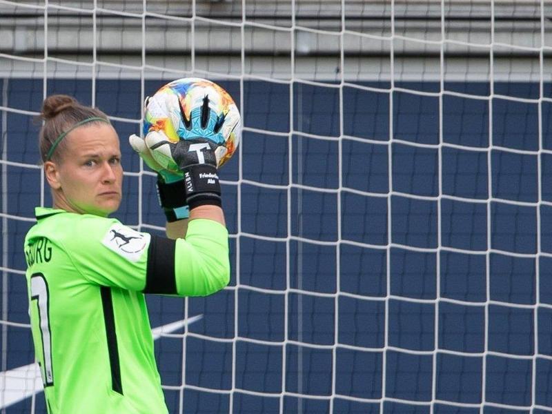 Wurde für das Länderspiel gegen England nachnominiert: Wolfsburg-Keeperin Friederike Abt