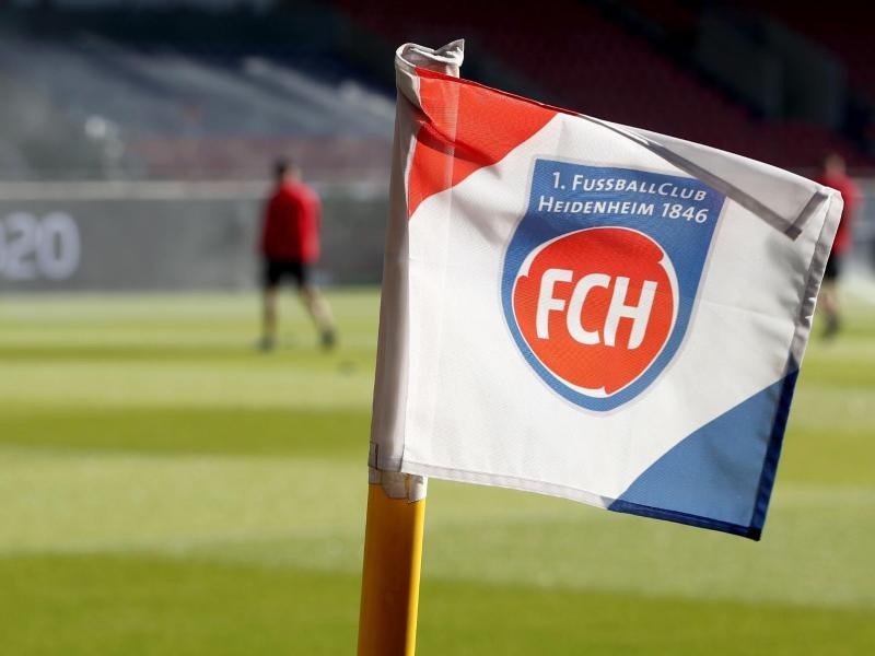 Der 1. FC Heidenheim prüft rechtliche Schritte wegen falscher Ergebnisse von Corona-Tests.