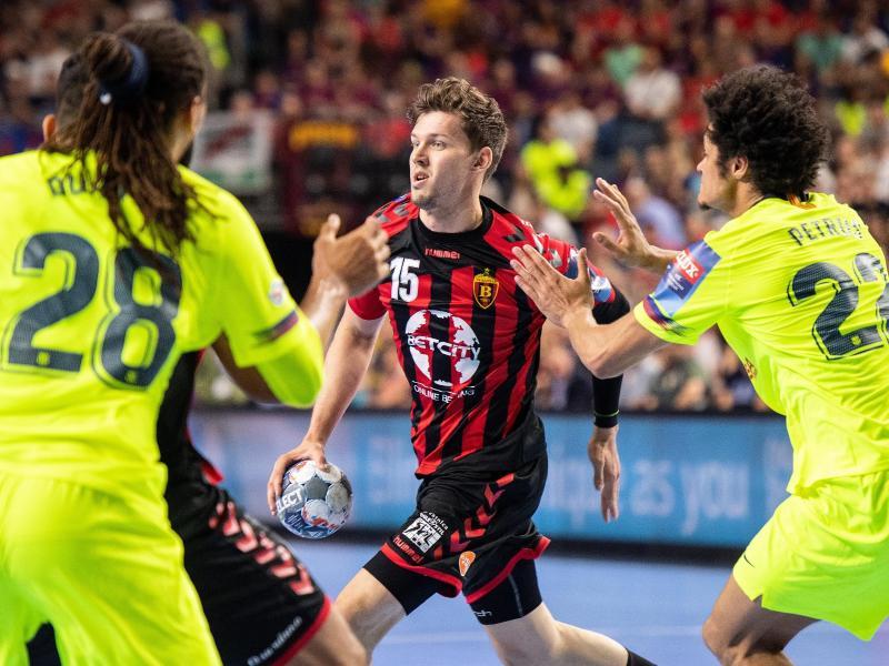 Verweilte nur kurz in der Heimat: Handball-Nationalspieler Christian Dissinger (M)
