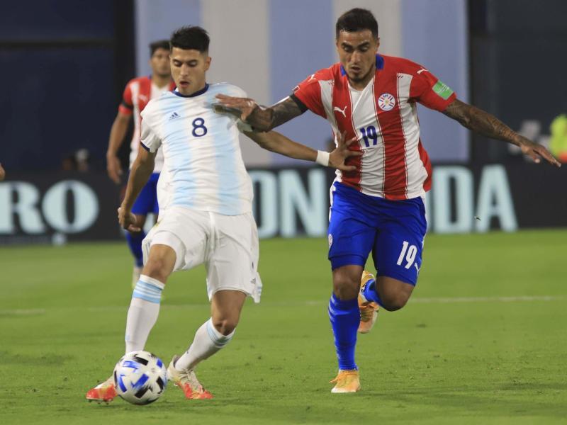 Verletzte sich in der WM-Quali gegen Paraguay schwer: Exequiel Palacios (l.)