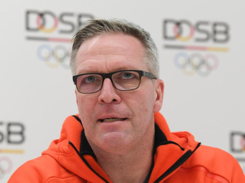 Dirk Schimmelpfennig sporgt sich um die Sportlerinnen und Sportler