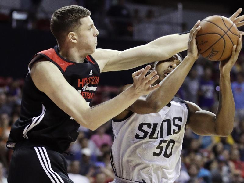 Isaiah Hartenstein (l.) steht vor einem Wechsel zu den Denver Nuggets in der NBA