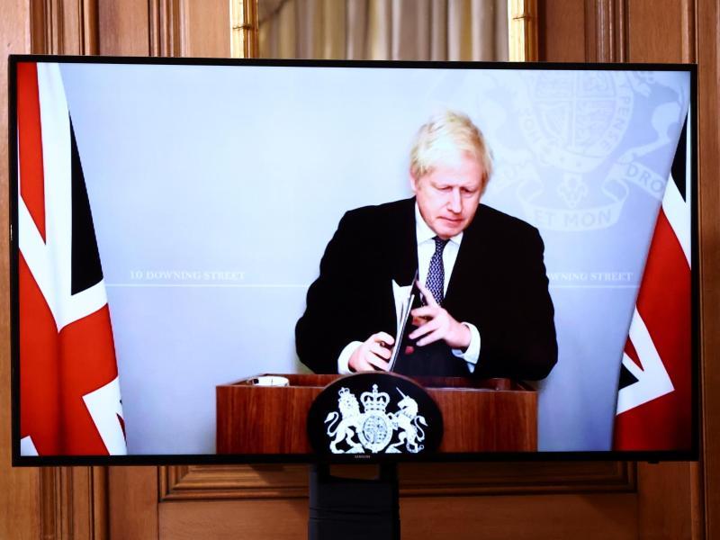 Hat angekündigt, dass vom 2. Dezember an bis zu 4000 Zuschauer wieder zu Sportveranstaltungen zugelassen werden können: Boris Johnson