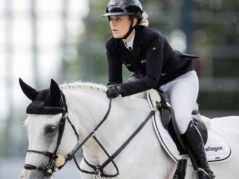 Janne-Friederike Meyer-Zimmermann auf ihrem Pferd Chesmu