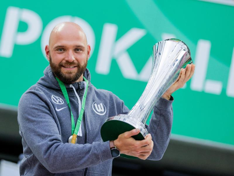 Trainer Stephan Lerch und seine Wolfsburgerinnen wollen den Titel im Pokal verteidigen