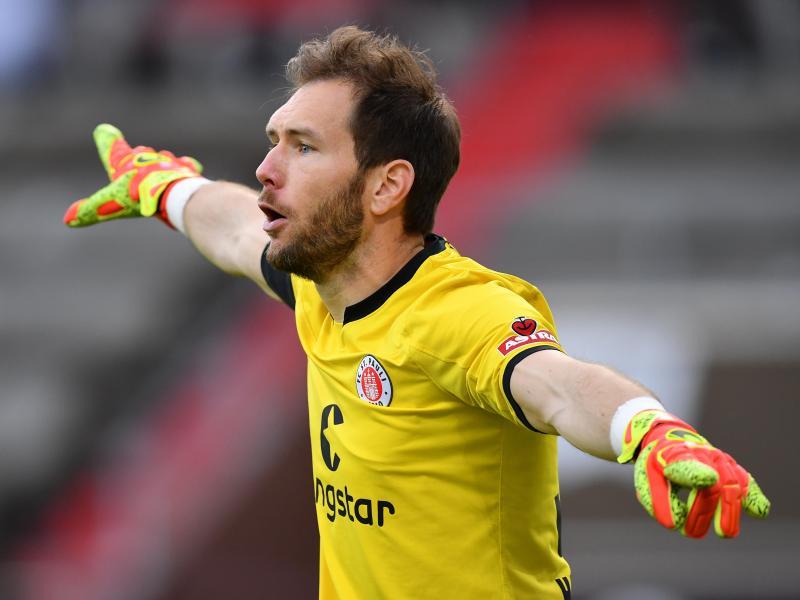 Trainiert beim FC St. Pauli individuell: Torwart Robin Himmelmann