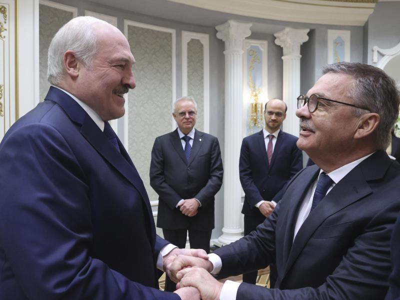 Alexander Lukashenko will die Eishockey-WM wie geplant in Belarus stattfinden lassen