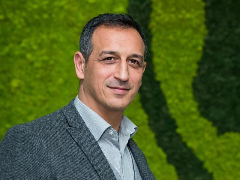 Ist genervt von der Debatte um die Frisuren der Fußballprofis zu Corona-Zeiten: Fürths Sportdirektor Rachid Azzouzi