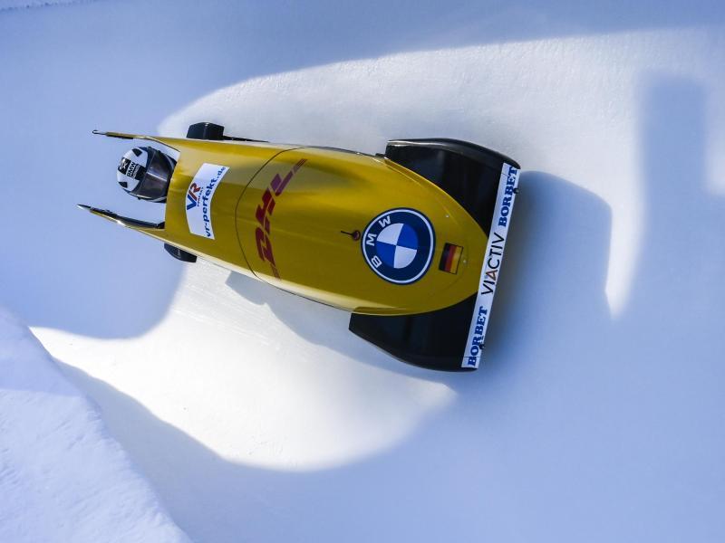 Laura Nolte rast im Monobob durch den Eiskanal von St. Moritz