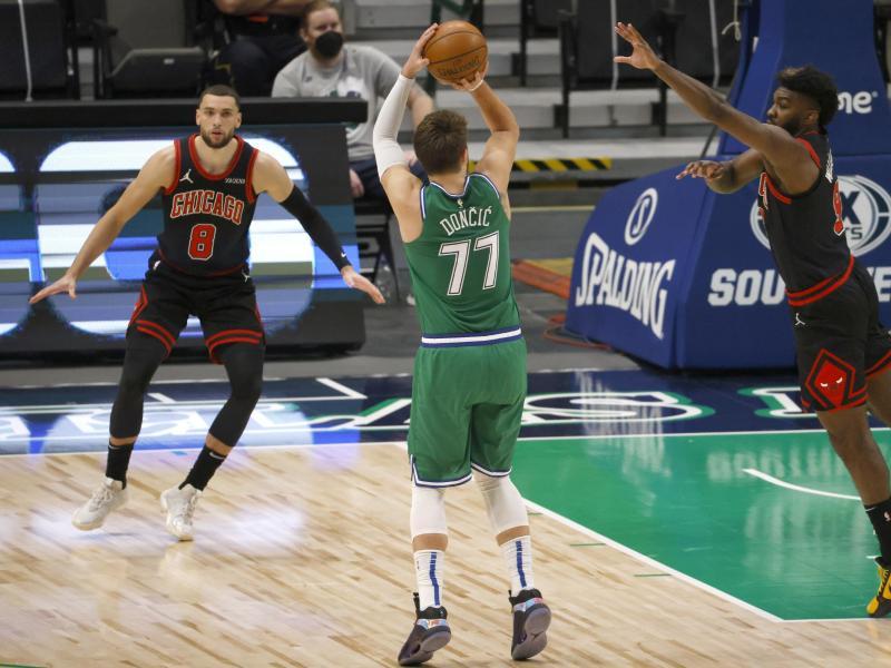 Auch eine Top-Leistung von Luka Doncic (M.) konnte die Niederlage der Dallas Mavericks nicht verhindern