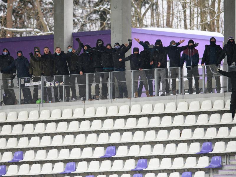Keine willkommene Unterstützung: Aue-Fans beim Heimspiel gegen Düsseldorf