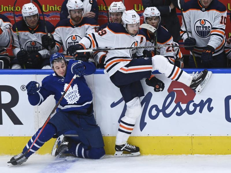 Leon Draisaitl musste mit den Edmonton Oilers eine Pleite gegen die Toronto Maple Leafs hinnehmen