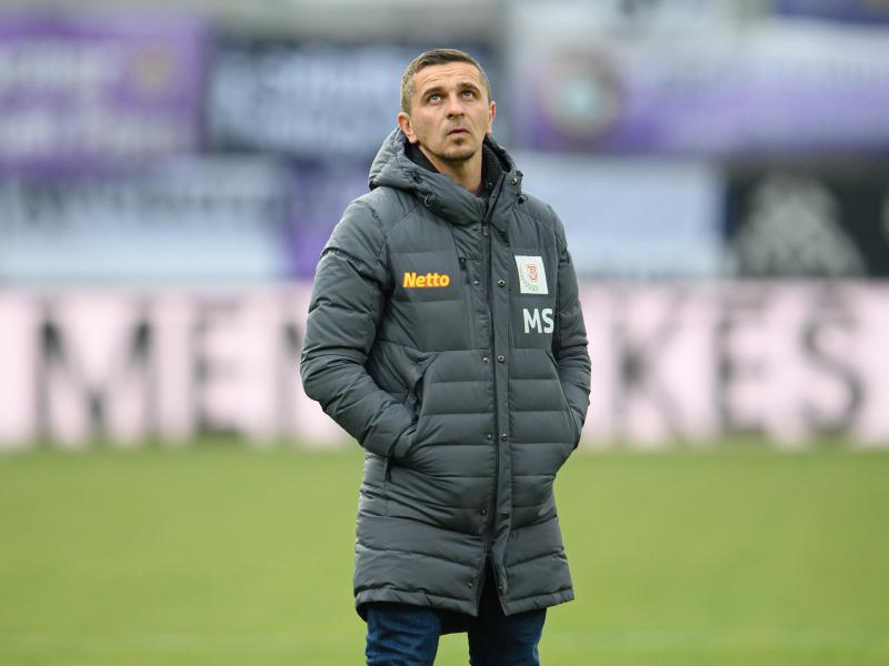 Musste sich in häusliche Isolation begeben Regensburgs Trainer Mersad Selimbegovic