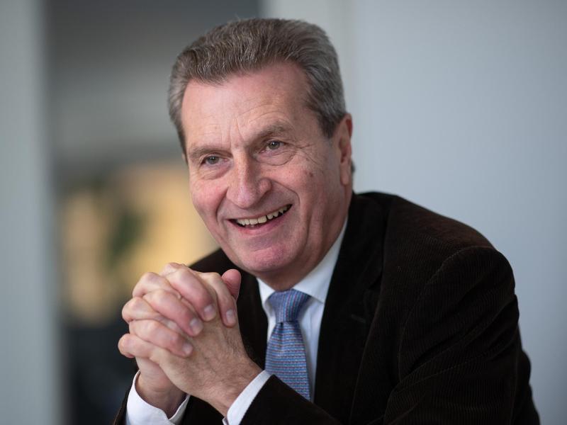 Ist Ex-EU-Kommissar Günther Oettinger bald im Aufsichtsrat beim VfB Stuttgart?