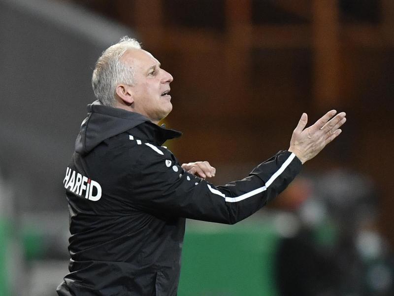 Essens Trainer Christian Neidhart spielt mit seiner Mannschaft im DFB-Pokal gegen Holstein Kiek
