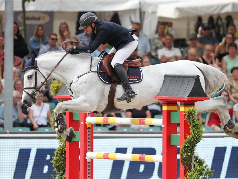 Springreiter Tim-Uwe Hoffmann auf seinem verstorbenen Pferd Casta Lee