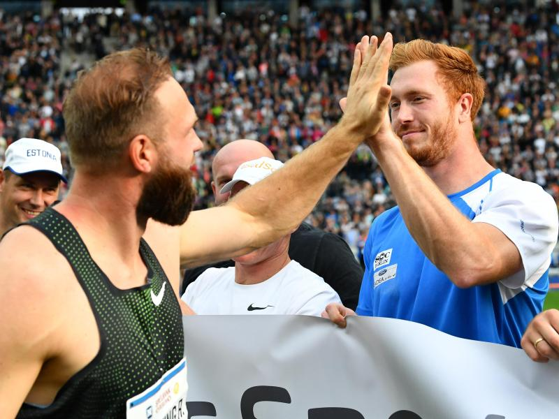 Die Brüder Robert (l) und Christoph Harting haben sich wieder angenähert