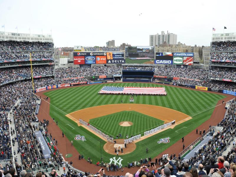 Beim ersten Spiel der Saison sind fast 11.000 Zuschauer dabei, wenn die Toronto Blue Jays in New York auf die Yankees treffen