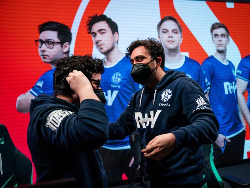 Für Fnatic kam es knüppeldick: Schalke siegte gegen den letztjährigen Zweitplatzierten deutlich mit 3:0