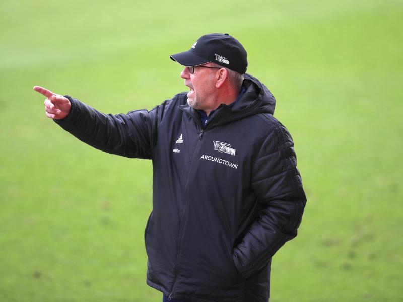 Unions Trainer Urs Fischer geht mit seinem Team ins Trainingslager