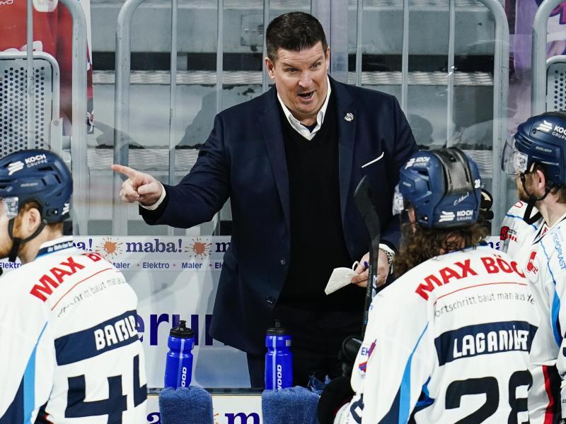 Bleibt ein weiteres Jahr Trainer der Straubing Tigers: Tom Pokel