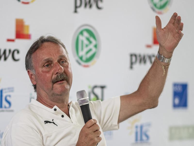 Peter Neururer rückt in den Vorstand des Wuppertaler SV