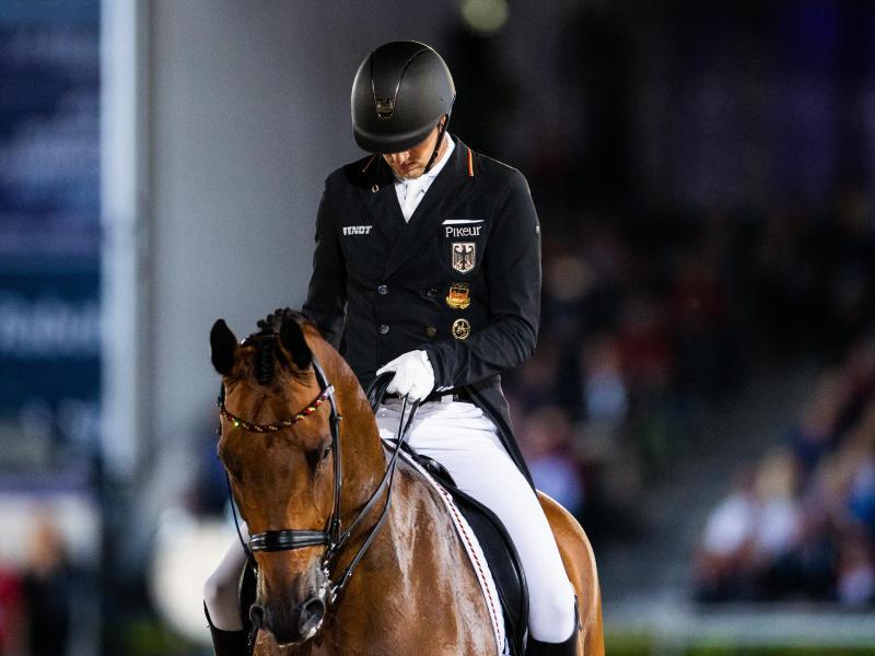 Das Pferd ist nicht fit genug: Sönke Rothenberger auf Cosm