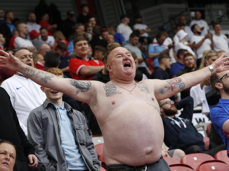 Englische Fans beim Spiel gegen Rumänien