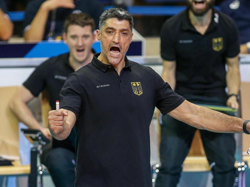 Kassierte mit Deutschlands Volleyballern eine Niederlage gegen Japan: Bundestrainer Andrea Giani