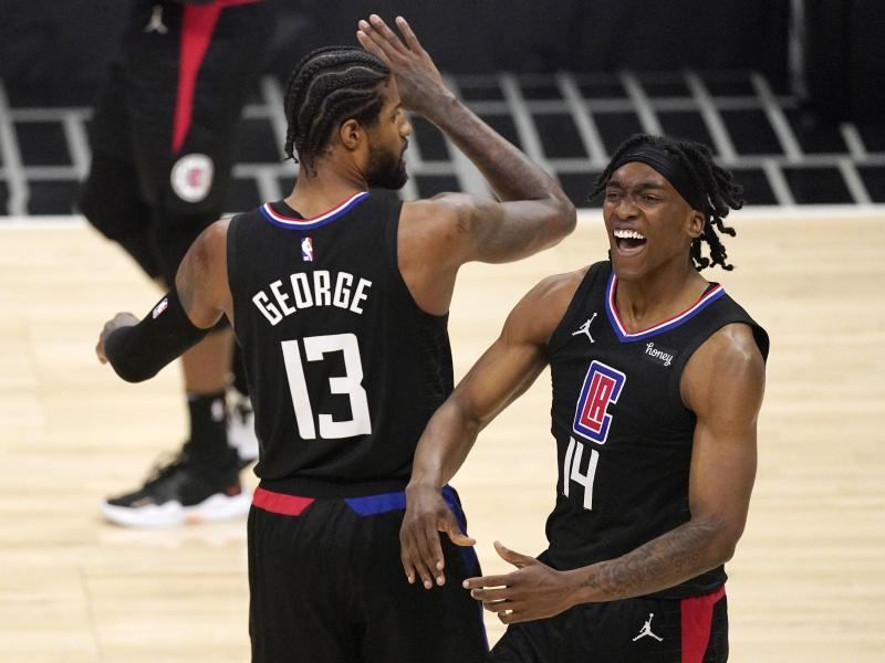 Terance Mann (r) und Paul George sind mit dem Los Angeles Clippers gegen Utah wieder zurück in der Spur