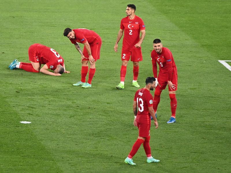 Nach der Auftaktpleite gegen Italien ist die Türkei gegen Wales unter Druck