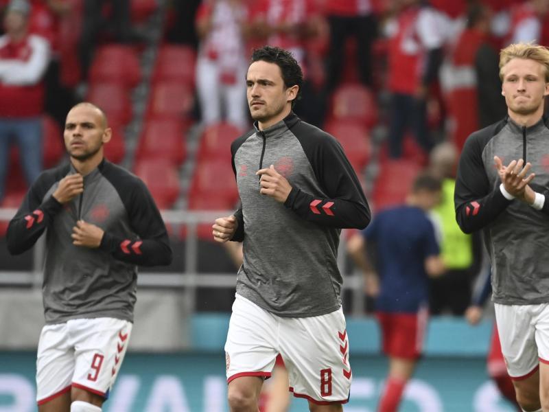 Dänemarks Thomas Delaney (M.) hofft auch in Amsterdam auf die Unterstützung der Fans