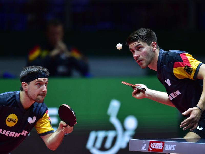 Überraschend bei der EM im Doppel früh ausgeschieden: Timo Boll (l) und Patrick Franziska in Aktion