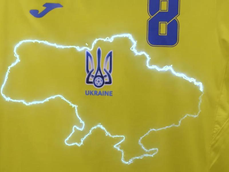 """Bei der EM war der Slogan """"Ruhm der Ukraine! - Ehre den Helden!"""" an den Trikots des ukrainischen Teams zu einem Politikum geworden"""