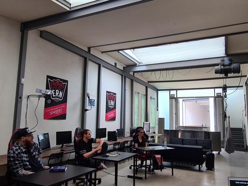 Eine Ausbildung für E-Sport-Trainerinnen und -Trainer in den Räumen von eSport Rhein-Neckar