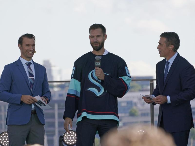Torwart Chris Driedger (m.) kommt von den Florida Panthers nach Seattle