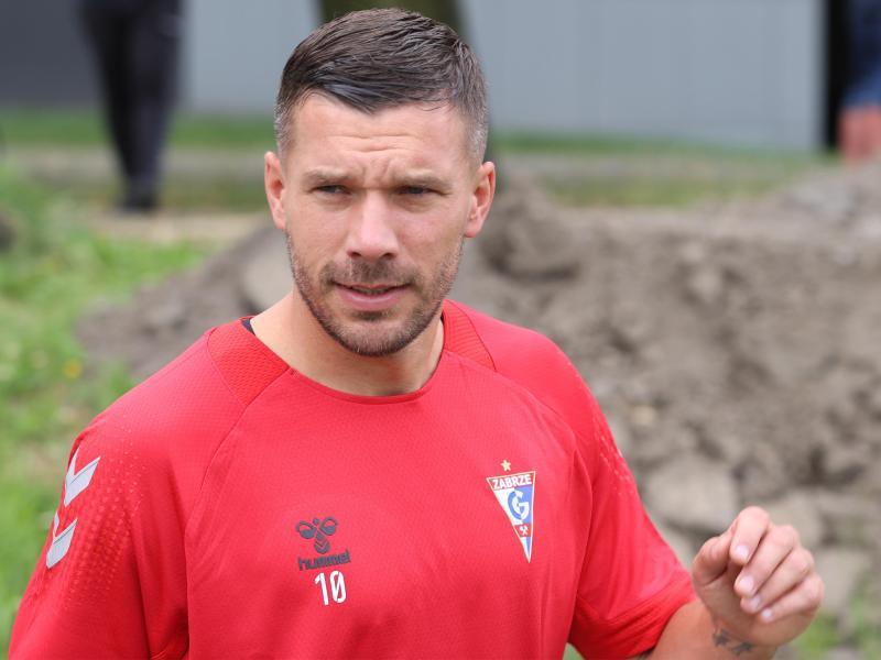 Lukas Podolski steht beim Saisonauftakt seines neuen Klubs nicht im Kader