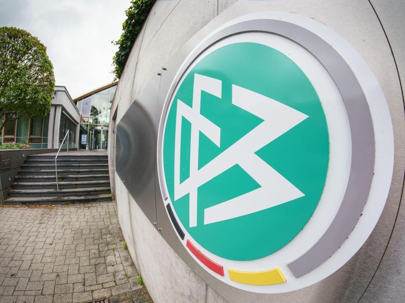 Der Deutsche Fußball-Bund will sein E-Sport-Engagement auch weiterhin unter dem Begriff «eFootball» laufen lassen