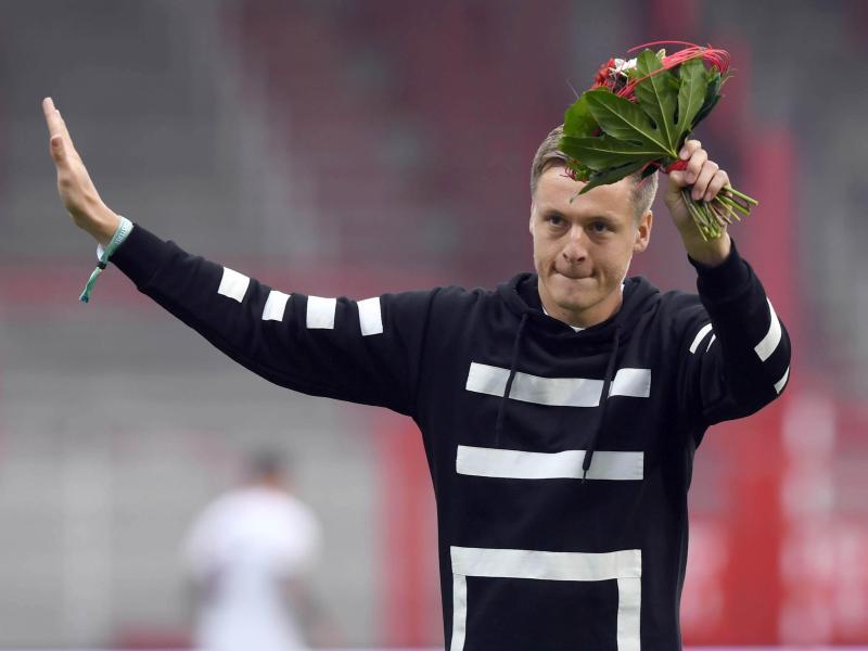 Schon wieder bereit für Neues: Seine Fußballschuhe aber hat Felix Kroos ausgezogen