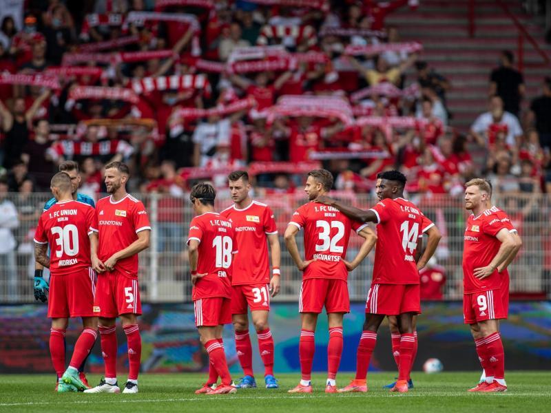 Bei der Teamvorstellung vor dem Spiel gegen Athletic Bilbao waren die Rückkehrer Max Kruse und Cedric Teuchert noch Zuschauer