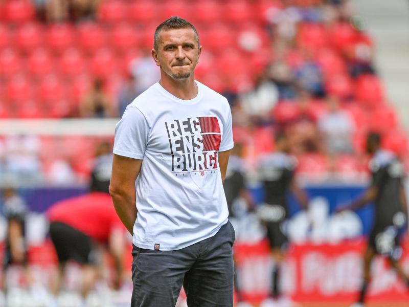 Bremst die Euphorie etwas aus: Regensburg-Trainer Mersad Selimbegovic