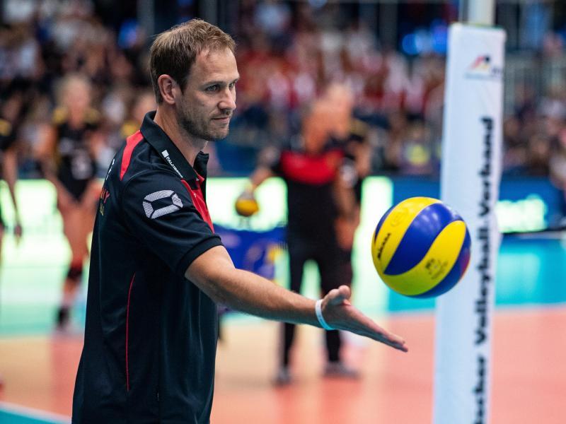Siegte mit Deutschlands Volleyballerinnen auch gegen Griechenland: Bundestrainer Felix Koslowski