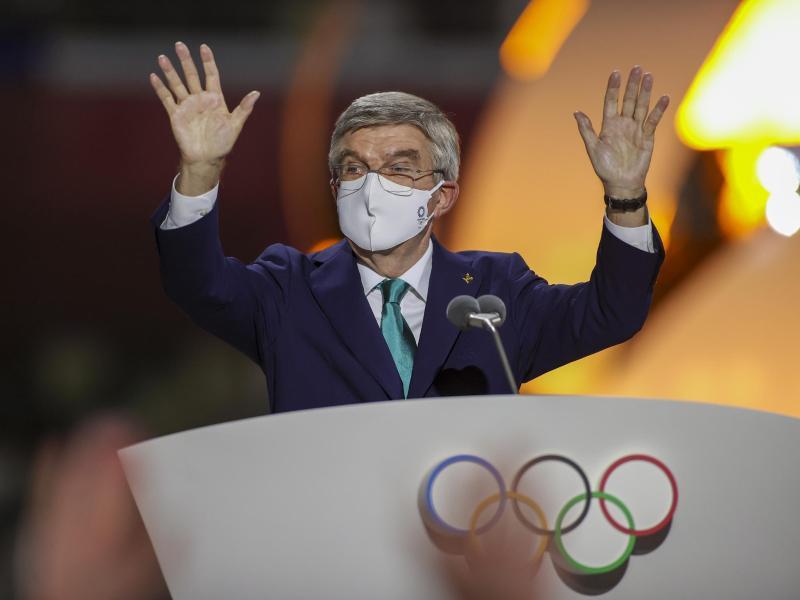 Das IOC um Präsident Thomas Bach will Verbände dabei unterstützen, Impfstoffe gegen das Coronavirus verfügbar zu machen
