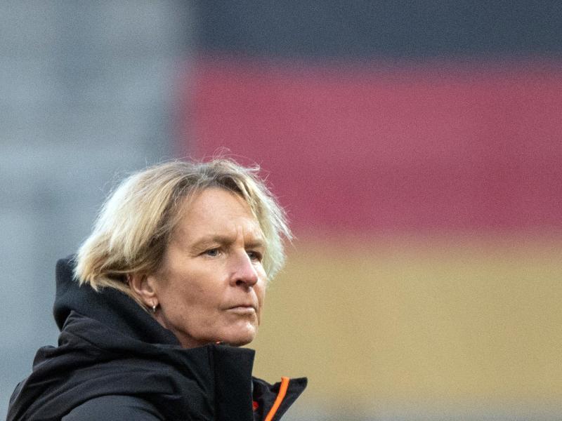 Bundestrainerin Martina Voss-Tecklenburg beklagt mangelndes Interesse