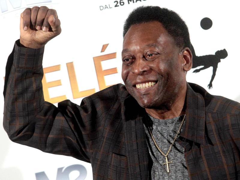 Pelé ist nach seiner Operation gut gelaunt