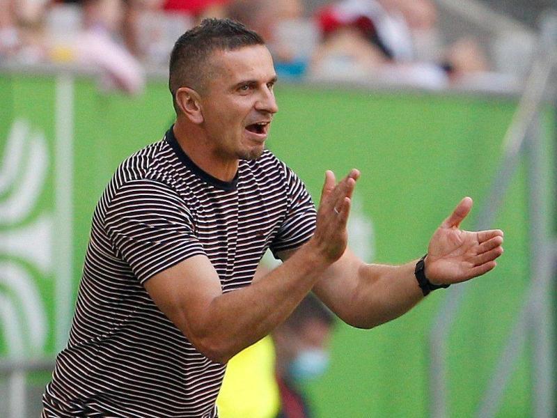 Dem Regensburger Trainer Mersad Selimbegovic helfen seine Erfahrungen als Kriegsflüchtling