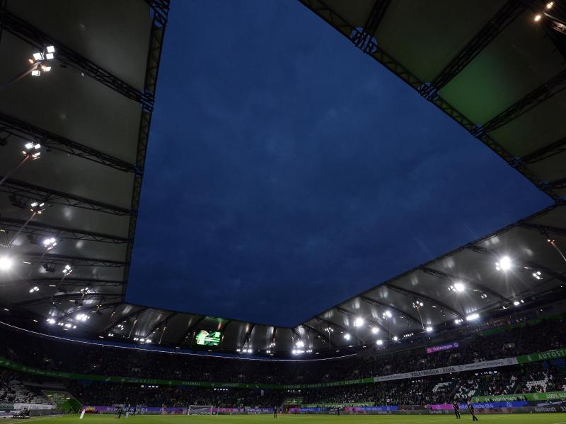 Das Wolfsburger Stadion vor der Partie gegen Eintracht Frankfurt. Foto: Swen Pförtner/dpa