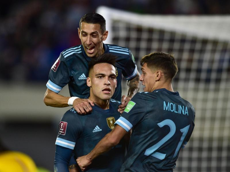 Lautaro Martinez feiert den Führungstreffer seiner Mannschaft gegen Peru