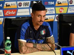 Armando Izzo en una rueda de prensa con la selección italiana. (Foto: Getty)