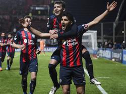 Blandi celebra con sus compañeros de San Lorenzo uno de sus goles. (Foto: Getty)